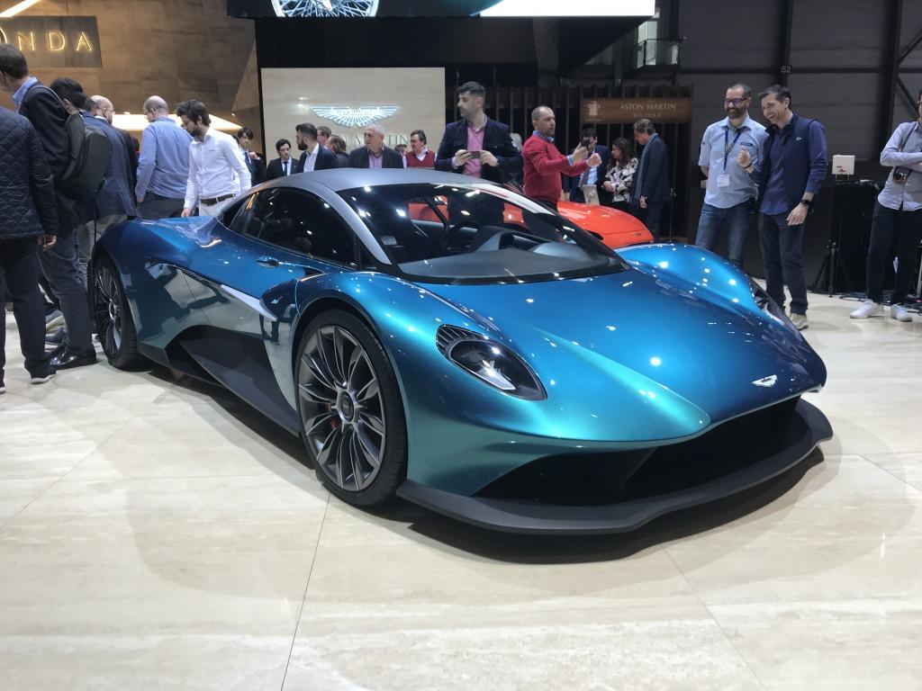 2021 Aston Martin Vanquish Images