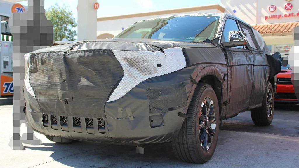2021 Jeep Cherokee Spy Photos