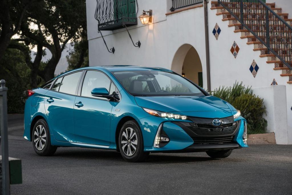 2021 Toyota Prius Pictures