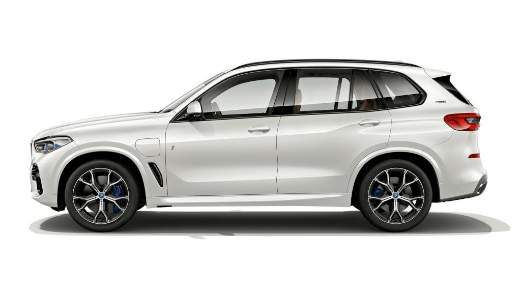 2021 BMW X3 Hybrid Wallpaper