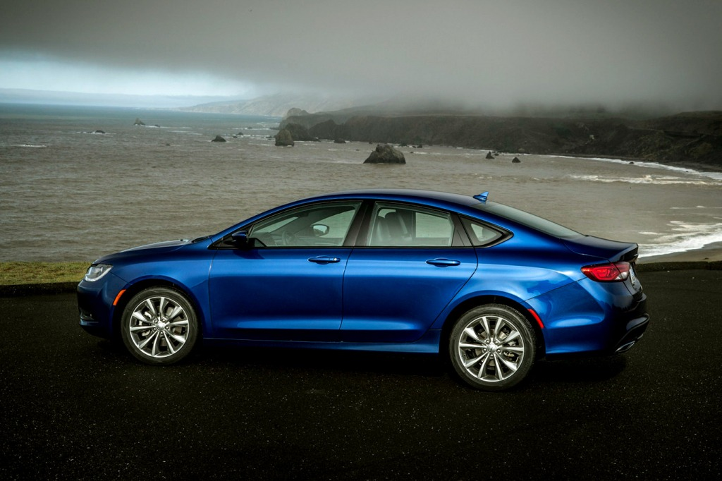 2021 Chrysler 200 Pictures