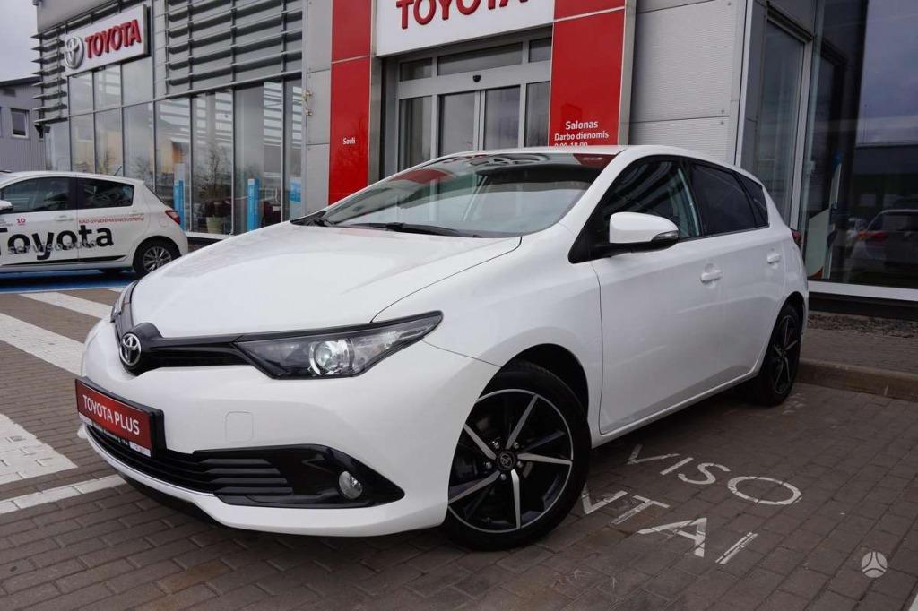 2021 Toyota Auris Images