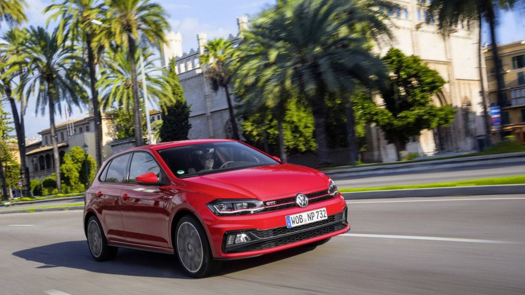 2021 Volkswagen Polos Pictures